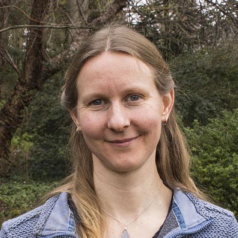 Naomi van der Velden
